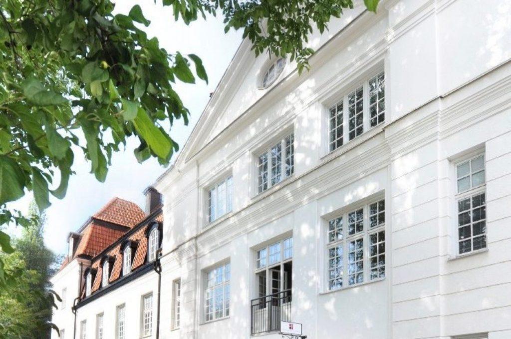 Newmaninstitutet har utbildningar både på distans och lokalt. Vi erbjuder studentrum i centrala Uppsala och samarbetar med högskolor runt om i världen.